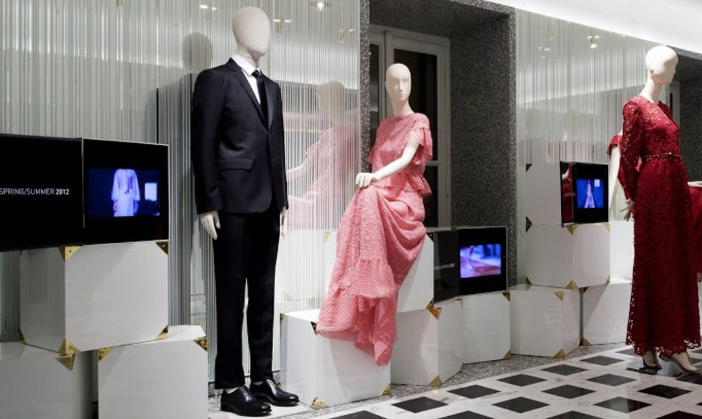 fashion_digitalsignage_valentino